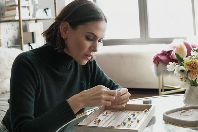 New York-based jewelry designer Renna Brown-Taher will make a personal appearance at the Kirna Zabête boutique on Royal Poinciana Way on Tuesday. Kirna Zabête carries Renna's core collection, which features pieces made of 18K yellow and rose gold, Tahitian pearls, gemstones and precious metals.