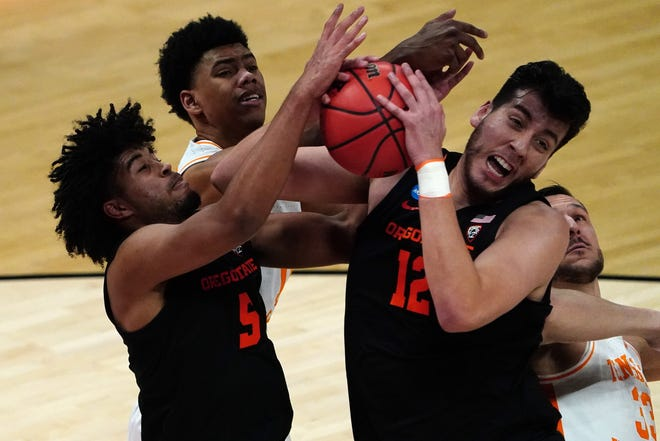 Oregon State's Ethan Thompson (5) and Roman Silva (12) battle for a rebound against Tennessee during the Beavers' first-round NCAA Tournament win since 1982.