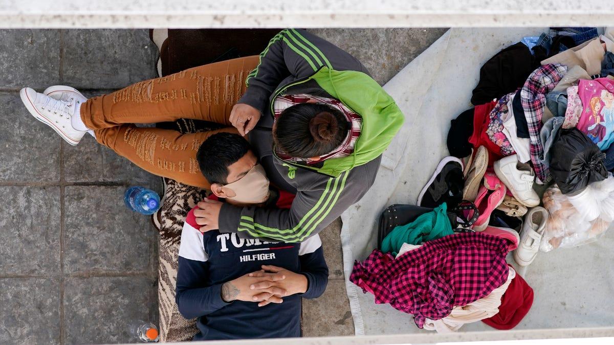 Emergency sites for migrant children raising safety concerns 3
