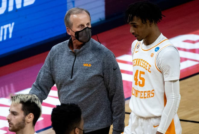 Tennessee head coach Rick Barnes, shown talking with guard Keon Johnson after their first-round game against Oregon State in the first round of the NCAA Tournament, will bring his Volunteers to Austin for a game next season at the Erwin Center.