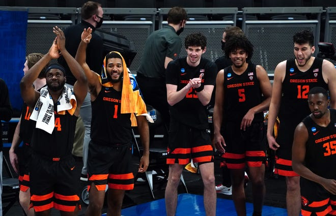 Oregon State players celebrate their victory against Tennessee.