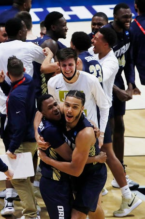 Oral Roberts players celebrate after the upset.