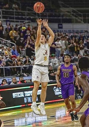 Anacoco senior Drew Tebbe and Hicks senior Chloe Wilbanks were named the Most Valuable Players on the all-Vernon Parish basketball teams, as selected by the staff of BWS Sports.