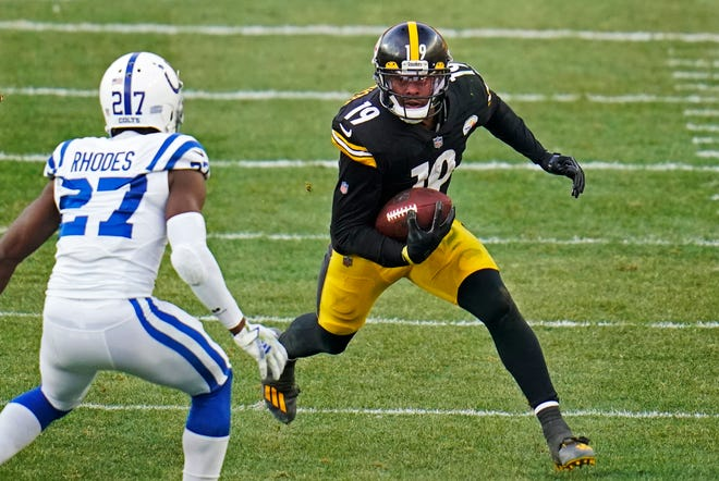 Wide receiver JuJu Smith-Schuster surprisingly opted to return to the Steelers on Friday just days after strongly hinting that his departure on the open market was imminent. (AP Photo/Gene J. Puskar, File)