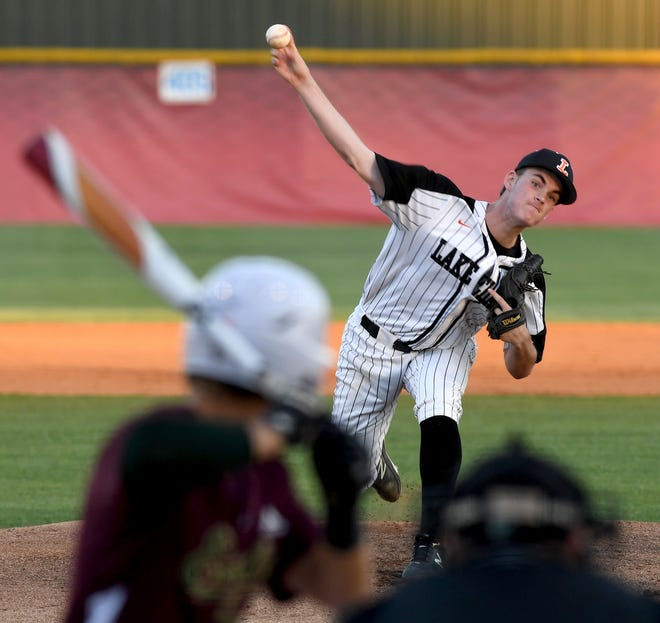 Lakeland's Sam Sloan (21) pitches against George Jenkins two years ago. Sloan and the Dreadnaughts will play in the Dan Giannini Baseball Classic this week.