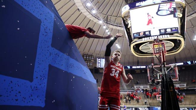 Wisconsin 85, North Carolina 62: Brad Davison scores 29 points