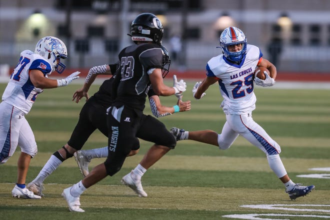 Jaiden Shaw (25) runs the ball as the Las Cruces Dawgs take on the Oñate Knights at the Field of Dreams in Las Cruces on Friday, March 19, 2021.