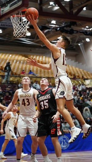 De Smet's Kalen Garry goes up for the show against Viborg-Hurley in the Class B semifinals on Friday night in Aberdeen.
