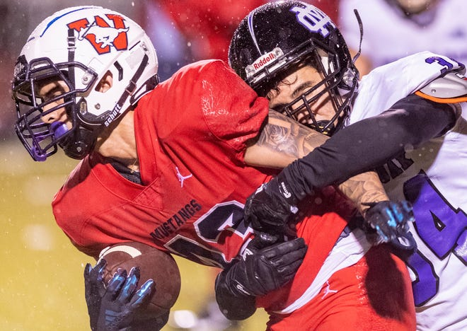Tulare Western hosts Mission Oak Friday, March 19, 2021 in the first official high school football game in Tulare since 2019.