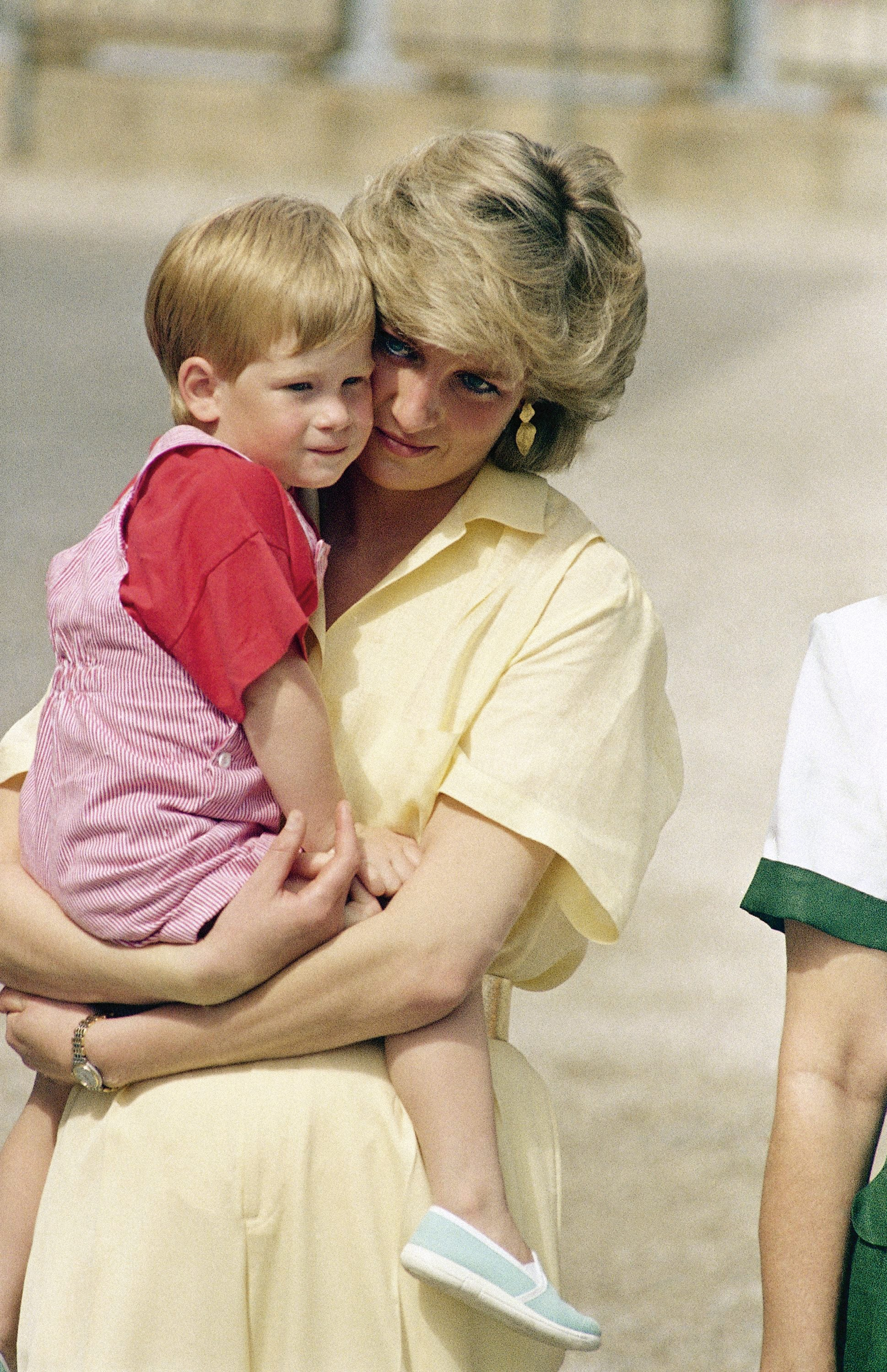 Prince Harry says Princess Diana s death left  a huge hole  in letter to grieving kids