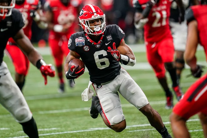 Jan 1, 2021; Atlanta, GA, USA; Georgia Bulldogs running back Kenny McIntosh (6) runs against the Cincinnati Bearcats during the first half at Mercedes-Benz Stadium. Dale Zanine-USA TODAY Sports