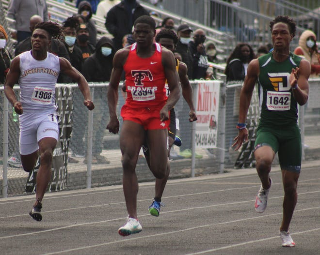 DeLand's Kevar Williams, right, races Lehigh's Tarvarish Dawson and Parker's Aaron Bell at the Bob Hayes Invitational in Jacksonville.