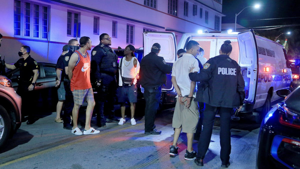 Miami sets earlier curfew after spring break crowds, fights 3