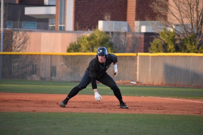 Desert Hills baseball has a new coach but a familiar look in 2021.