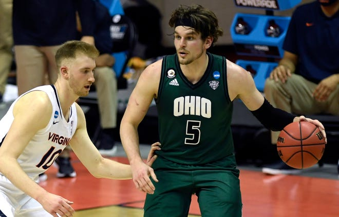 Forward Ben Vander Plas led a late charge to help Ohio upset Virginia, the 2019 defending champion.