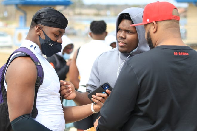 UGA targets Mykel Williams and Christen Miller talk after the Under Amour All America Camp on Sunday.