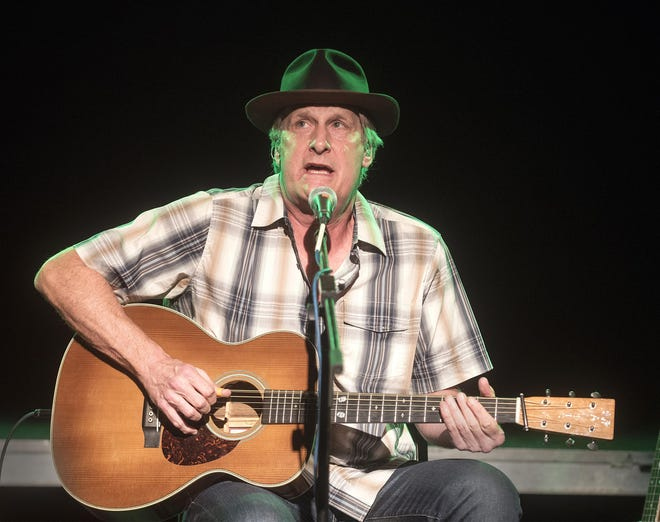 Jeff Daniels sings and strums at Jergel's Ratham Grill in Warrendale in 2018.