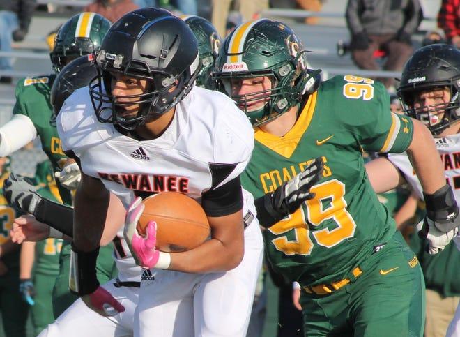 Tayvian Taylor (5) returns as running back for the Kewanee High School football team.