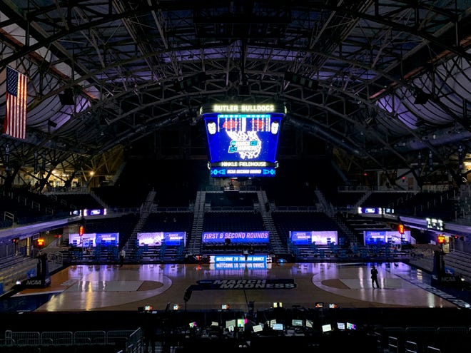 Darkness falls on the court at Hinkle Fieldhouse during a power outage during the second round of the 2021 NCAA Tournament on Sunday, March 21, 2021, at Hinkle Fieldhouse in Indianapolis, Ind.