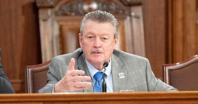 "Sen. James Brewster has introduced a bill to ban Pennsylvania state lawmakers from receiving ""per diem"" expense payments for travel, lodging in addition to their full-time salaries."
