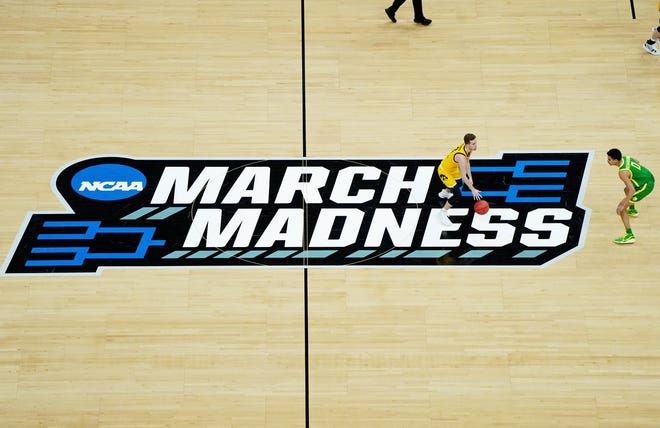 Iowa Hawkeyes guard Jordan Bohannon (3) dribbles the ball as Oregon Ducks guard Will Richardson (0) defends during the first half in the second round of the 2021 NCAA Tournament.