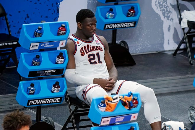 Illinois' Kofi Cockburn watches the final moments of Illinois' loss to Loyola Chicago in the second round of the men's NCAA tournament.