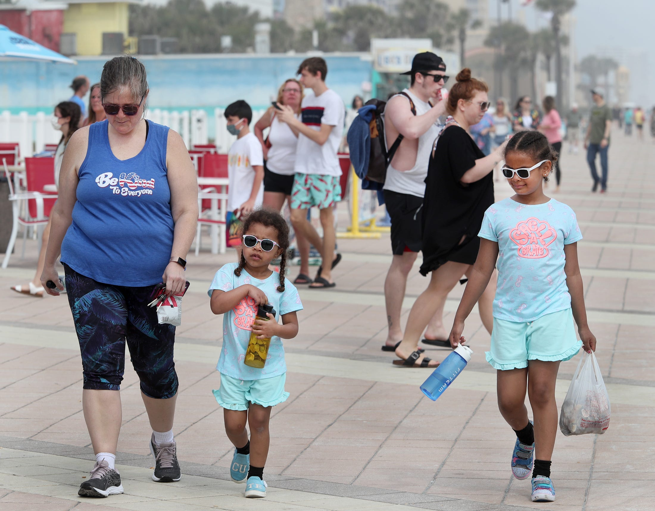 Spring break party? After COVID-19 school changes, families, not students, pack Daytona's beaches