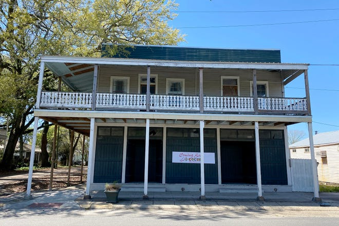 Reagan and Irasema Katz plan to open La Cocina Mexitalia Cuisine in downtown Donaldsonville. The location is at the corner of Railroad Avenue and Charles Street in the city's historic district.