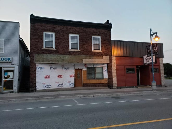 The property of 718 Ashmun St. in the Sault before renovations began, sandwiched in between The Wicked Sister and Total Outlook hair salon.