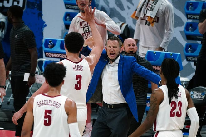 Mar 22, 2021; Indianapolis, Indiana, USA; Alabama Crimson Tide head coach Nate Oats reacts with forward Alex Reese (3) at the end of the first half against the Maryland Terrapins in the second round of the 2021 NCAA Tournament at Bankers Life Fieldhouse. Mandatory Credit: Kirby Lee-USA TODAY Sports