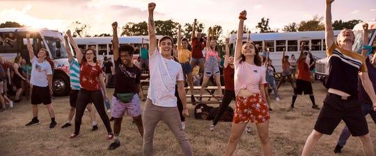 """Kevin Quinn y Bailey Madison lideran las celebraciones en el musical religioso de Netflix """"Despues de una semana."""""""