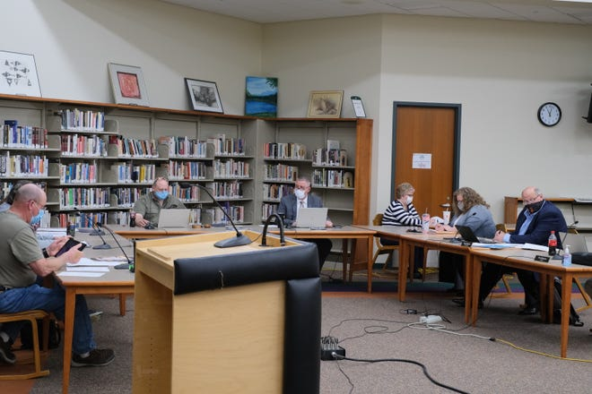 The Tecumseh Public Schools board on Monday debated whether to give the district permission to provide a Michigan Merit Curriculum diploma option to struggling students. It was voted down in a split vote.