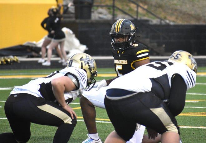 Kings Mountain's Javari Rice-Wilson diagnoses a play against North Gaston.