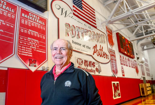 """Acclaimed sports writer Dave Kindred is best known for his work with the Morton High School girls basketball team. Kindred will be the subject of a """"60 Minutes"""" segment Sunday, March 28."""