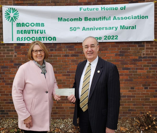 On Monday March 22, Mayor Mike Inman presented a check on behalf of the City of Macomb to Barb Knox, president of Macomb Beautiful Association (MBA), in recognition of the organization's nearly 50 years of service to the Macomb community.This contribution will help support the funding of the MBA's 50th Anniversary Mural located on the north wall of Gelsosomo's Pizzeria owned by Jim and Amy Buwick.The 67' x 12' mural, designed by WIU art professor, Bill Howard, will be unveiled in June 2022. For details go to the MBA webpage at http://www.macombbeautiful.com/MuralPressRelease.htm.