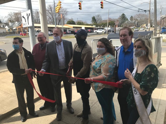 Good Brotha's Pizza & BBQ, at 919 S. Main St. celebrated a ribbon cutting at their business which opened in 2020 with Richland Chamber of Commerce and community leaders. Center is owner Tim Feagin.