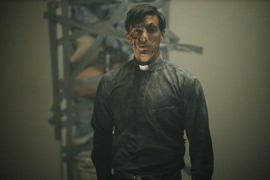 """Vadhir Derbez interpreta a un exorcista con su primer caso agonizante en """"el septimo dia."""""""