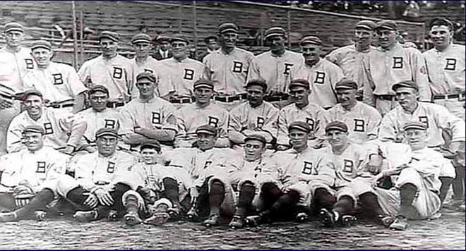 """Team picture of the 1914 """"Miracle"""" Boston Braves"""