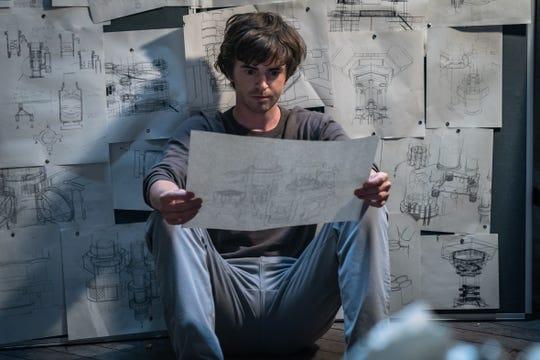 """Freddie Highmore interpreta a un ingeniero genio que es reclutado para irrumpir en un sótano imposible en el thriller de acción. """"Cava."""""""