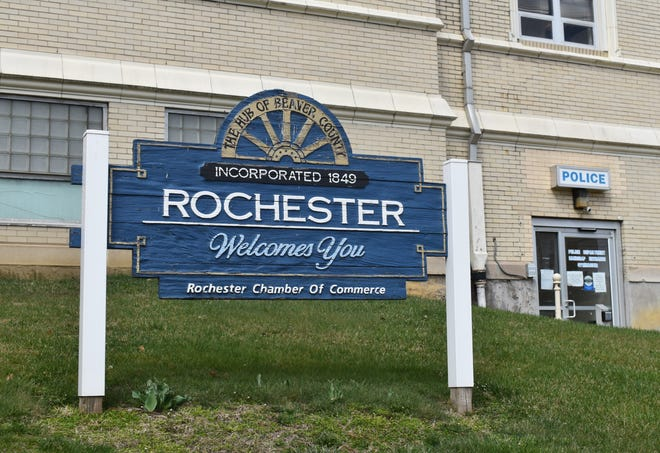 Three candidates are vying forone four-year council seat in Rochester's4th Ward in the municipal primary on May 18.