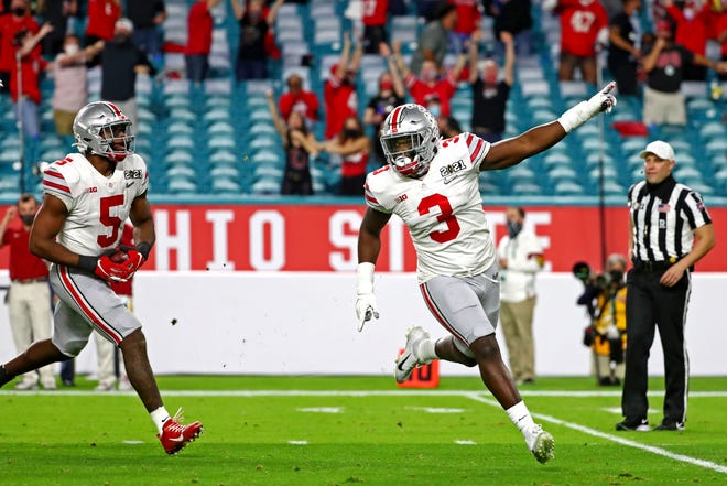 Ohio State linebacker Teradja Mitchell (3) celebrates a fumble recovery by teammate Baron Browning (5) in OSU's national championship loss to Alabama.