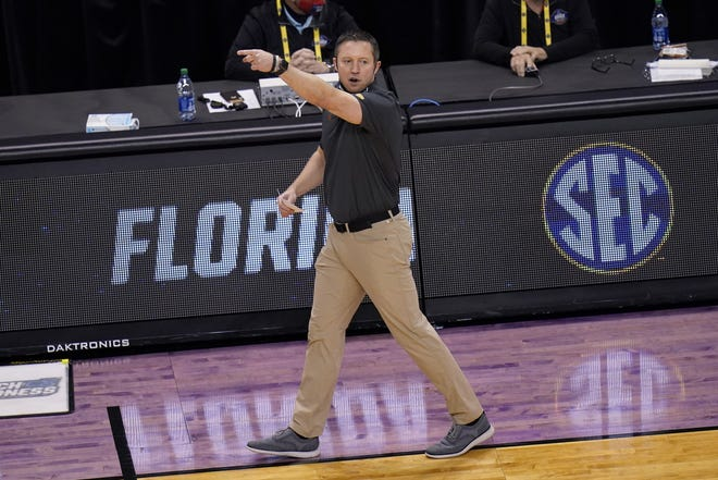 Florida basketball coach Mike White, seen here during Sunday's NCAA tournament loss to Oral Roberts, believes UF assistant Jordan Mincy can get Jacksonville University's basketball program pointed in the right direction as he takes over as the Dolphins' head coach.