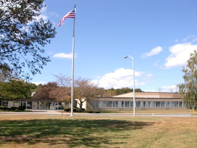 Somerset voters are deciding this month whether to construct a new Somerset Middle School and demolish the current building.