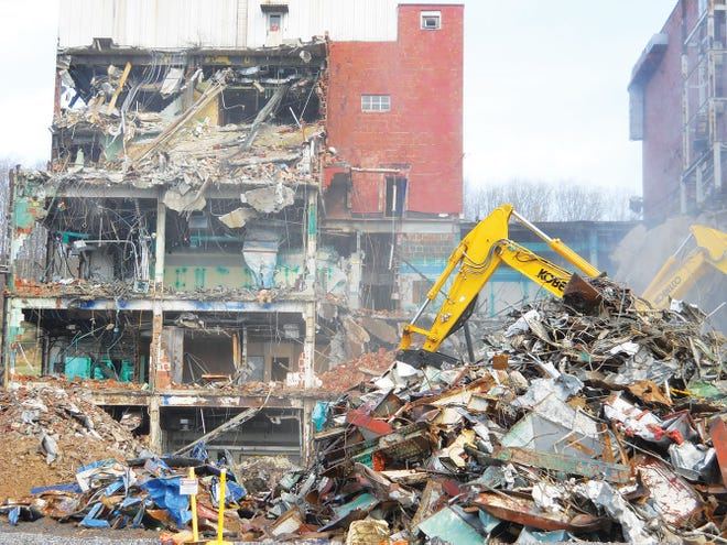 Work was underway Monday to demolish the last building in the Biology Complex at Y-12 National Security Complex. Building 9207 was a six-story, 255,000 square foot structure. The Biology Complex was the site for important genetics research work after World War II.