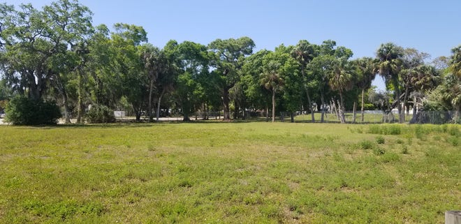 The City of Palmetto is working to sell property on Riverside Drive near the Green Bridge Fishing Pier to developers looking to build an apartment complex.