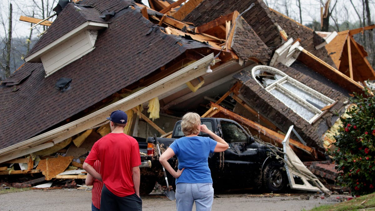 Tornado flattens homes in Alabama, knocks out power in South 2