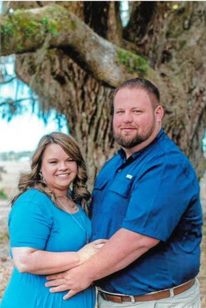 Amber Smith and Justin Ayer announce their engagement.