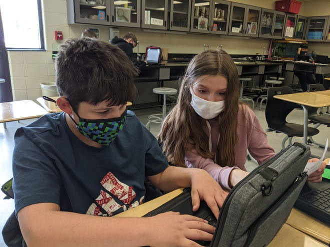 Students in the Macatawa Bay Middle School LINKS program working together.