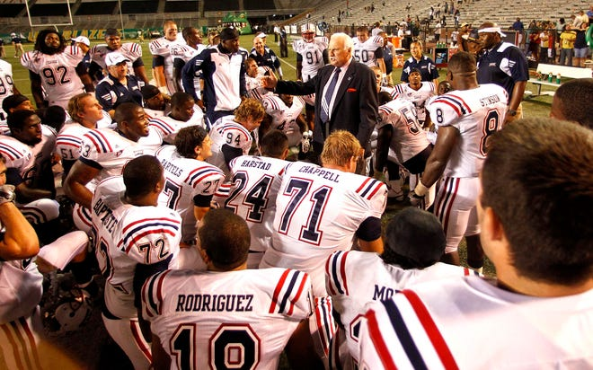 Howard Schnellenberger, talking to his FAU players after defeating Alabama-Birmingham in 2010, was remembered at the Owls' spring football scrimmage on Saturday.