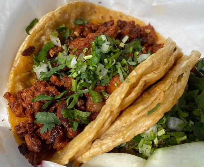 El tráiler de comida Tacveria La Bendisian en Lincoln Way E en Perry Township se especializa en auténtica cocina mexicana, incluidos tacos callejeros.